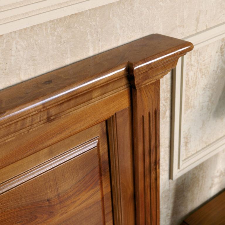 detalle cabecero de madera nogal